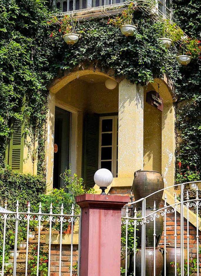 Cận cảnh ngôi biệt thự phủ toàn cây xanh giúp chủ nhà tránh nắng nóng - Ảnh 10.