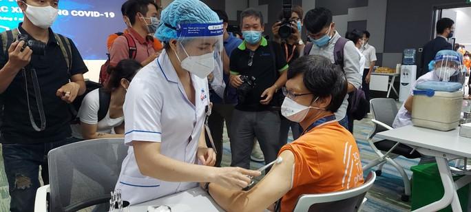 Những nhân viên đầu tiên tại Khu Công nghệ cao TP HCM được tiêm vắc-xin Covid-19 - Ảnh 5.