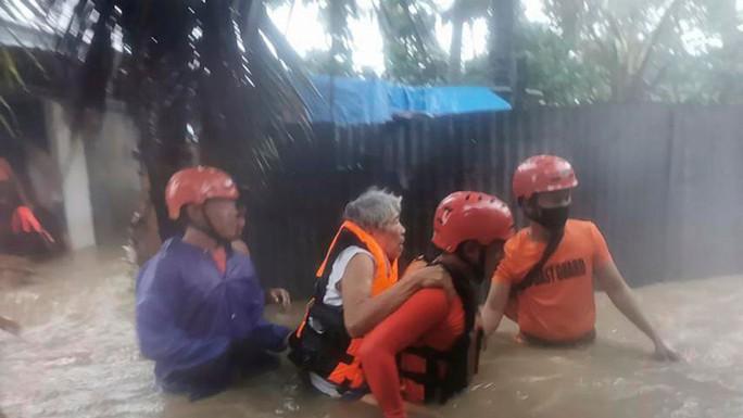 Bão Choi-wan ập vào Philippines, hướng tới biển Đông - Ảnh 1.