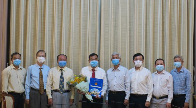 UBND TP HCM trao quyết định nhân sự lãnh đạo - Ảnh 2.