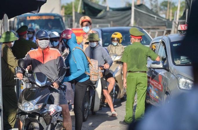Nhiều ôtô phải quay đầu tại các chốt kiểm soát dịch giáp ranh với Bắc Ninh - Ảnh 5.