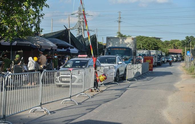 Nhiều ôtô phải quay đầu tại các chốt kiểm soát dịch giáp ranh với Bắc Ninh - Ảnh 4.