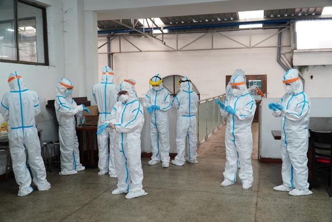 Lấy mẫu xét nghiệm tầm soát Covid -19 hơn 30.000 người tại Khu chế xuất Tân Thuận - Ảnh 4.