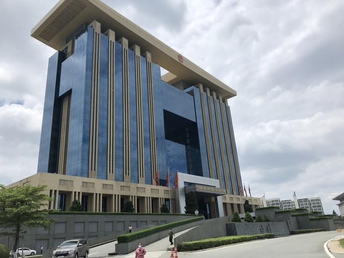 Khẩn cấp tạm ngưng giao dịch trực tiếp tại Trung tâm hành chính công tỉnh Bình Dương - Ảnh 2.