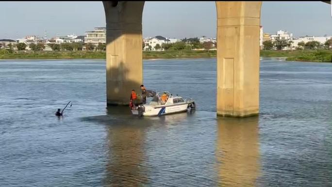 Đà Nẵng: Nam sinh lớp 9 đuối nước tại chân cầu Nguyễn Tri Phương - Ảnh 1.