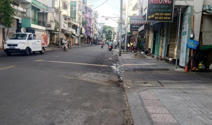 TP HCM ngày đầu cấm chợ tự phát, giao thông công cộng - Ảnh 3.
