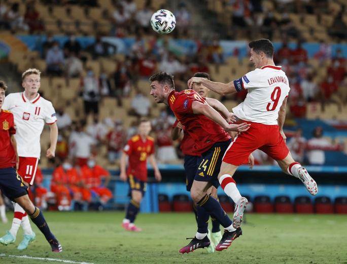 Lewandowski tỏa sáng, Tây Ban Nha đánh rơi chiến thắng trước Ba Lan - Ảnh 5.