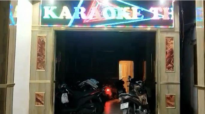 SỐC: 2 cô gái khỏa thân trong quán karaoke ở TP Biên Hoà để phục vụ 20 khách - Ảnh 1.