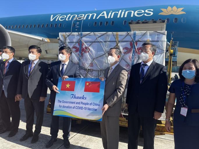Lô 500.000 liều vắc-xin Covid-19 do Trung Quốc viện trợ về Hà Nội - Ảnh 5.