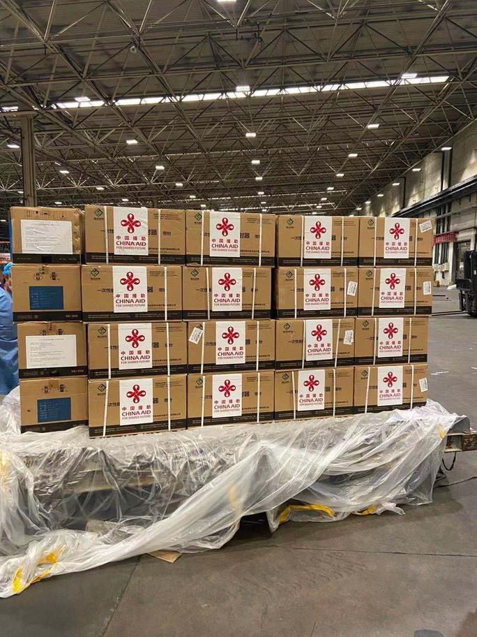 Lô 500.000 liều vắc-xin Covid-19 do Trung Quốc viện trợ về Hà Nội - Ảnh 10.