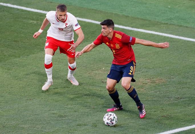 Lewandowski tỏa sáng, Tây Ban Nha đánh rơi chiến thắng trước Ba Lan - Ảnh 1.