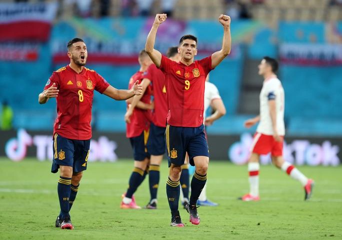 Lewandowski tỏa sáng, Tây Ban Nha đánh rơi chiến thắng trước Ba Lan - Ảnh 3.