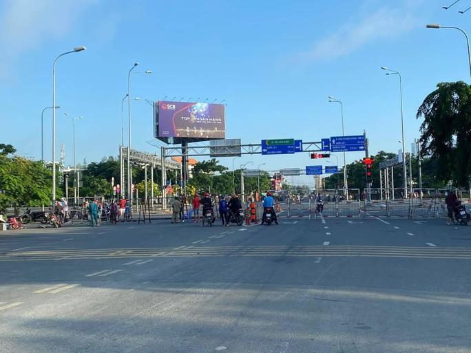 Quận Bình Tân (TP HCM): Kiểm soát chặt 24/24 giờ, không cho người ra vào vùng cách ly - Ảnh 1.