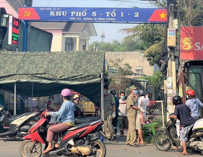 Bình Dương áp dụng giãn cách xã hội theo Chỉ thị 16 tại TP Thuận An và thị xã Tân Uyên - Ảnh 2.