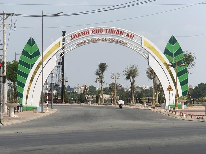 Bình Dương áp dụng giãn cách xã hội theo Chỉ thị 16 tại TP Thuận An và thị xã Tân Uyên - Ảnh 1.