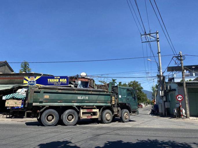 Đà Nẵng: Xe quá tải công khai lộng hành trên đường cấm - Ảnh 3.