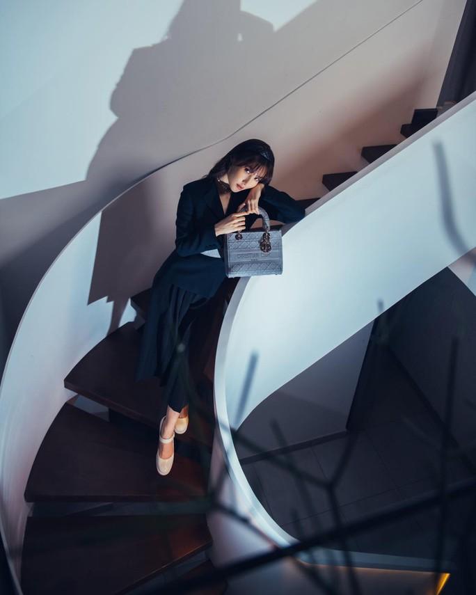 Diễm My 9X, Ngô Thanh Vân, Việt Trinh… tung loạt ảnh thời trang sang trọng - Ảnh 4.