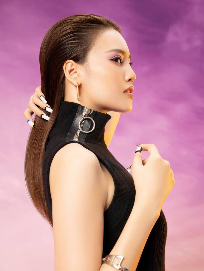 Diễm My 9X, Ngô Thanh Vân, Việt Trinh… tung loạt ảnh thời trang sang trọng - Ảnh 9.