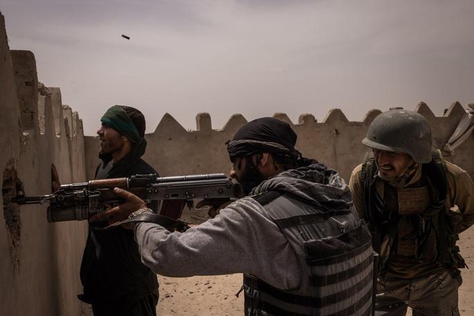Mỹ rút, Taliban tràn vào các TP quan trọng của Afghanistan - Ảnh 1.