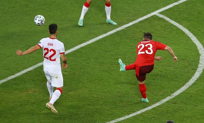 Ý dắt xứ Wales vào vòng 1/8, Thụy Sĩ thảnh thơi chờ vé vớt - Ảnh 3.