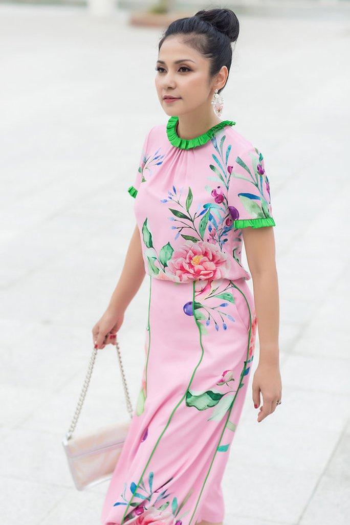 Diễm My 9X, Ngô Thanh Vân, Việt Trinh… tung loạt ảnh thời trang sang trọng - Ảnh 18.