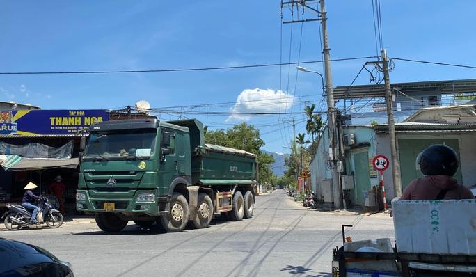 Đà Nẵng: Xe quá tải công khai lộng hành trên đường cấm - Ảnh 4.