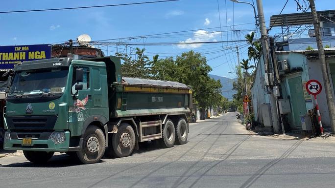 Đà Nẵng: Xe quá tải công khai lộng hành trên đường cấm - Ảnh 2.