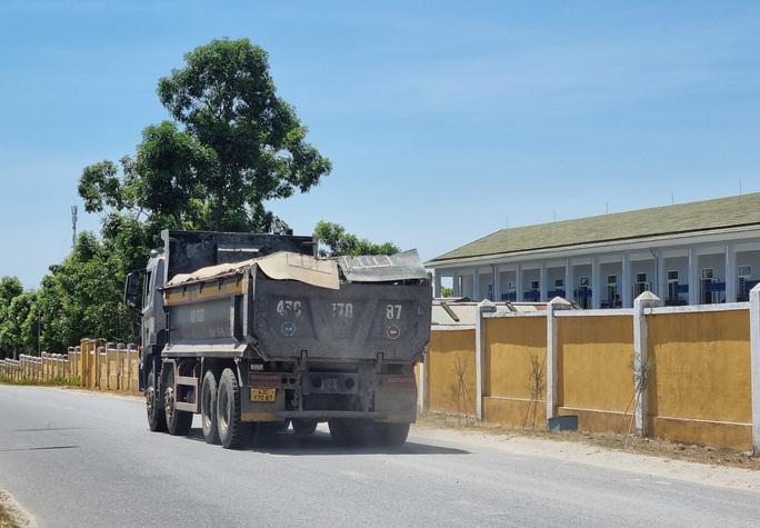 Đà Nẵng: Xe quá tải công khai lộng hành trên đường cấm - Ảnh 7.