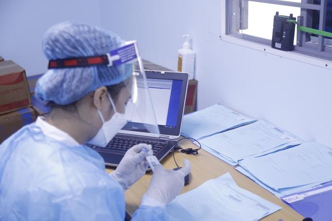 Bệnh viện K vắng vẻ trong ngày khám trở lại sau hơn 1 tháng phong toả vì Covid-19 - Ảnh 7.