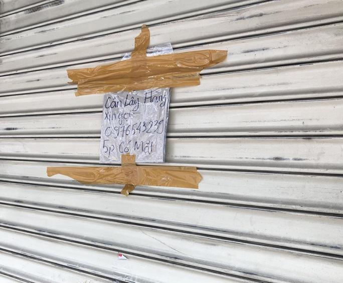 TP HCM: Các sạp chợ bán giày dép, quần áo... đồng loạt đóng cửa để chống dịch - Ảnh 5.