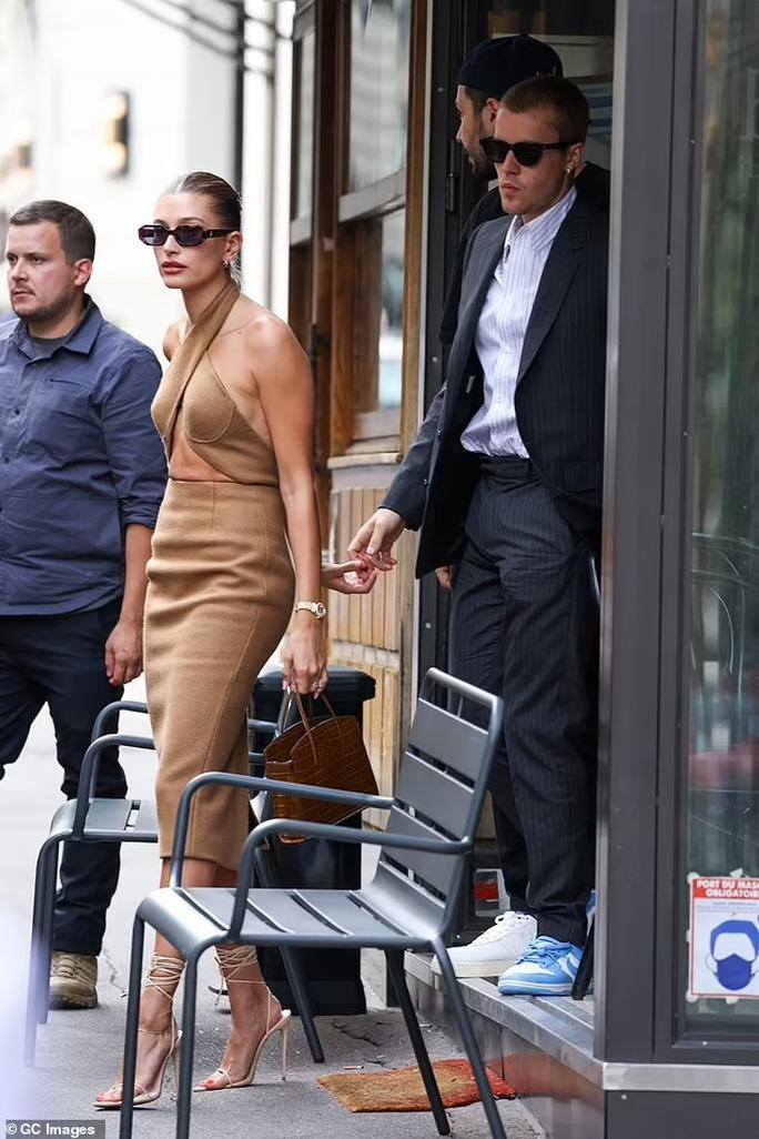 Vợ chồng Justin Bieber gây sốc khi diện kiến Tổng thống Pháp - Ảnh 2.