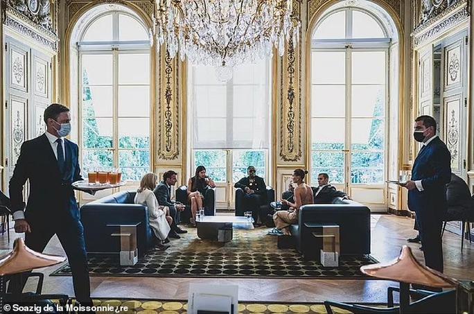 Vợ chồng Justin Bieber gây sốc khi diện kiến Tổng thống Pháp - Ảnh 5.