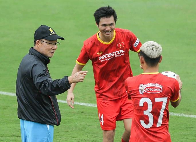 HLV Park Hang-seo: Các cầu thủ một lòng đoàn kết, nỗ lực hết sức sẽ đạt được mục tiêu đề ra - Ảnh 1.