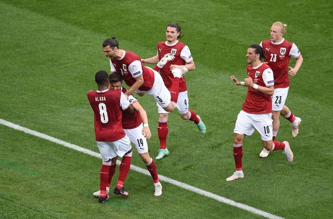 Đánh bại Ukraine, Áo theo chân Hà Lan vào vòng knock-out - Ảnh 2.