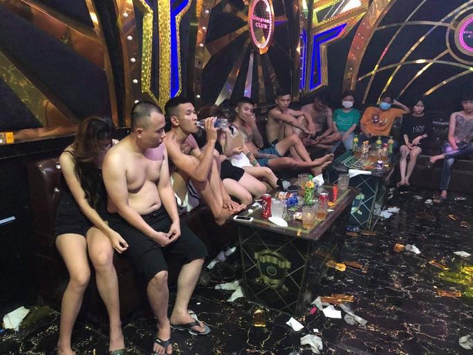 Mở tiệc ma túy cho 22 nam, nữ tập trung bay lắc mừng sinh nhật - Ảnh 2.