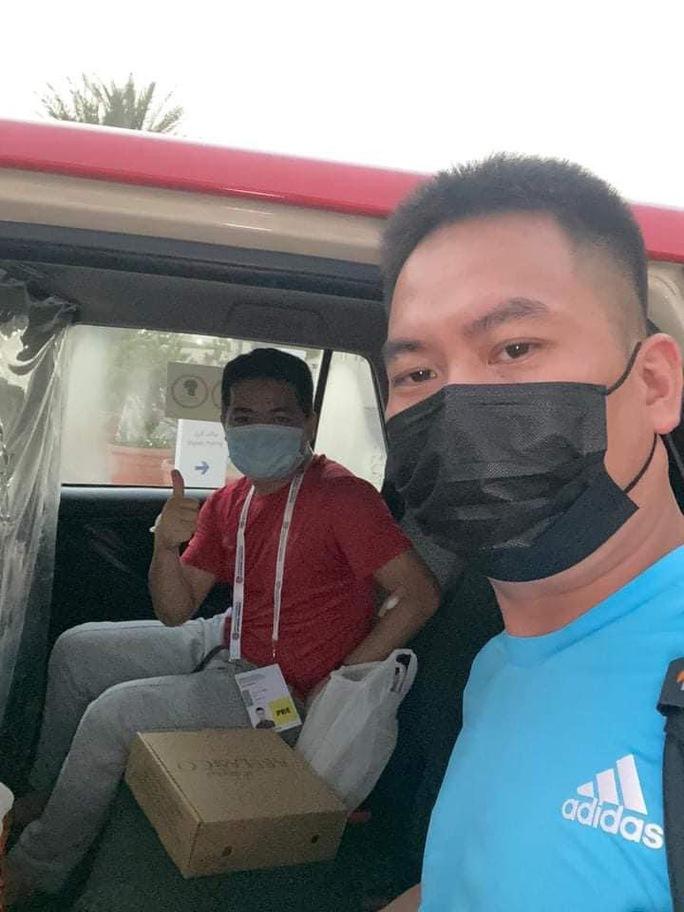 Phóng viên mắc Covid-19 khi đưa tin đội tuyển Việt Nam ở UAE vẫn phải thở oxy - Ảnh 2.