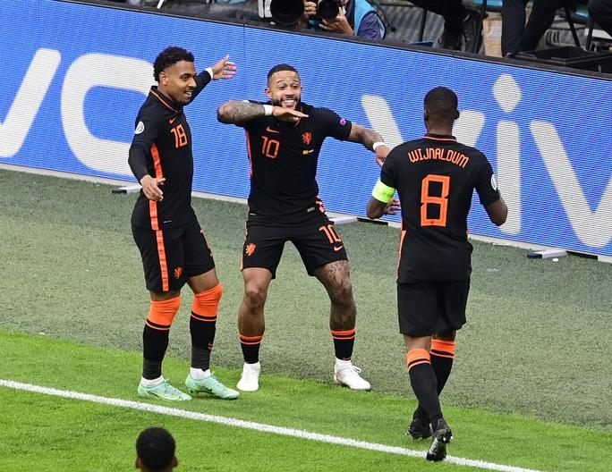 Đánh bại Ukraine, Áo theo chân Hà Lan vào vòng knock-out - Ảnh 7.