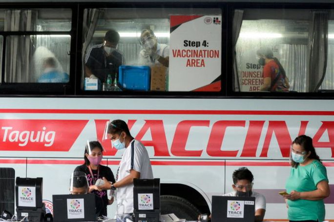 Tổng thống Philippines: Sẽ bỏ tù người từ chối tiêm vắc-xin Covid-19 - Ảnh 1.