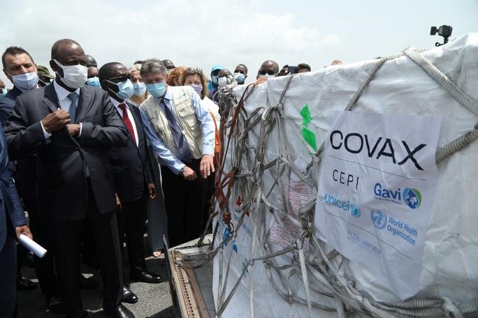 Mỹ công bố kế hoạch chia sẻ 55 triệu liều vắc-xin Covid-19, có Việt Nam - Ảnh 2.