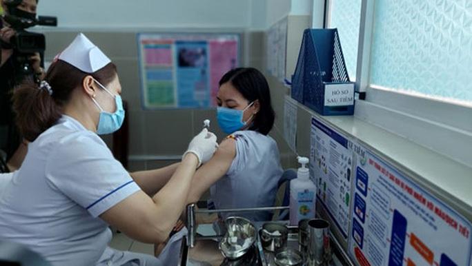 Nhiều đơn vị trao biển nhưng chưa chuyển tiền vào Quỹ vắc-xin Covid-19 - Ảnh 1.