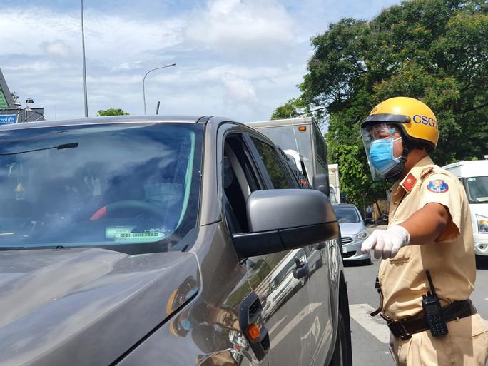 CSGT TP HCM ngưng tiếp nhận hồ sơ đăng ký xe mới - Ảnh 1.