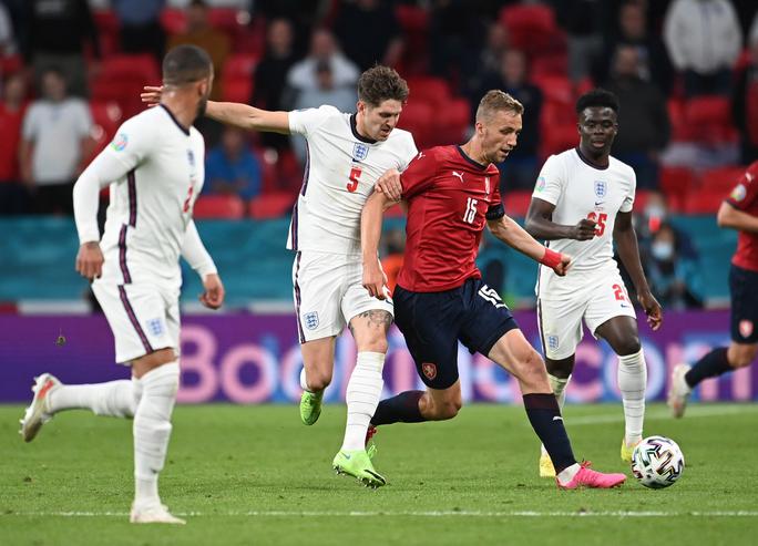 Raheem Sterling tỏa sáng, tuyển Anh bất bại vào vòng 1/8 Euro 2020 - Ảnh 4.