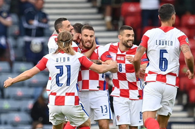 Raheem Sterling tỏa sáng, tuyển Anh bất bại vào vòng 1/8 Euro 2020 - Ảnh 9.