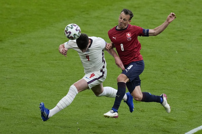 Raheem Sterling tỏa sáng, tuyển Anh bất bại vào vòng 1/8 Euro 2020 - Ảnh 1.
