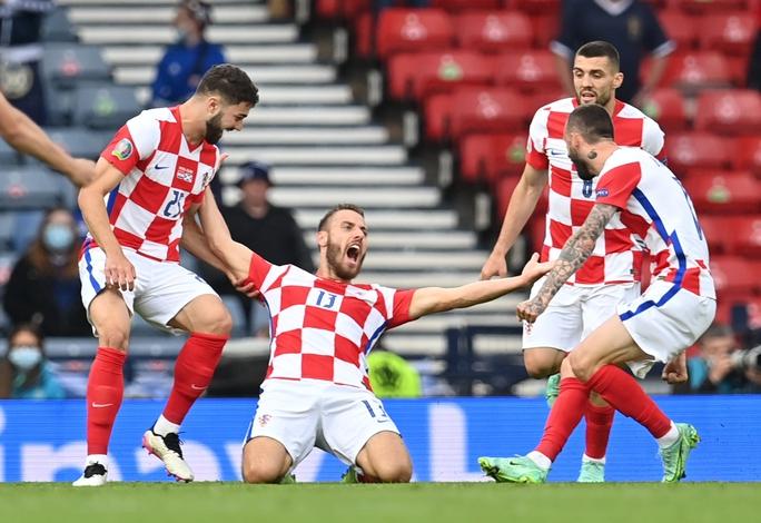 Raheem Sterling tỏa sáng, tuyển Anh bất bại vào vòng 1/8 Euro 2020 - Ảnh 6.