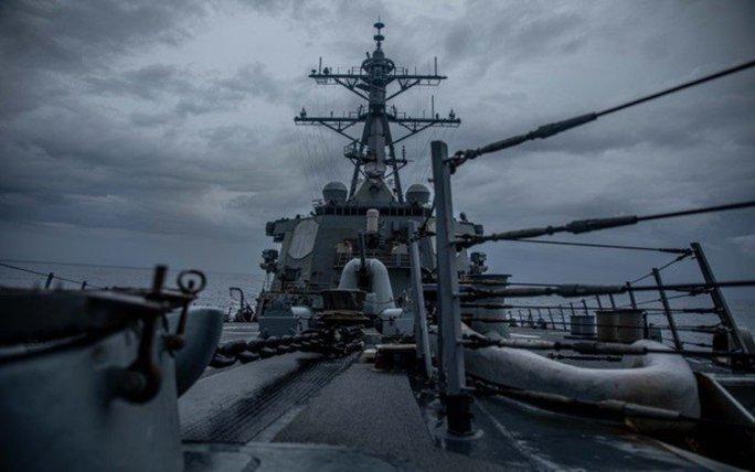 Mỹ điều tàu chiến qua eo biển Đài Loan - Ảnh 1.