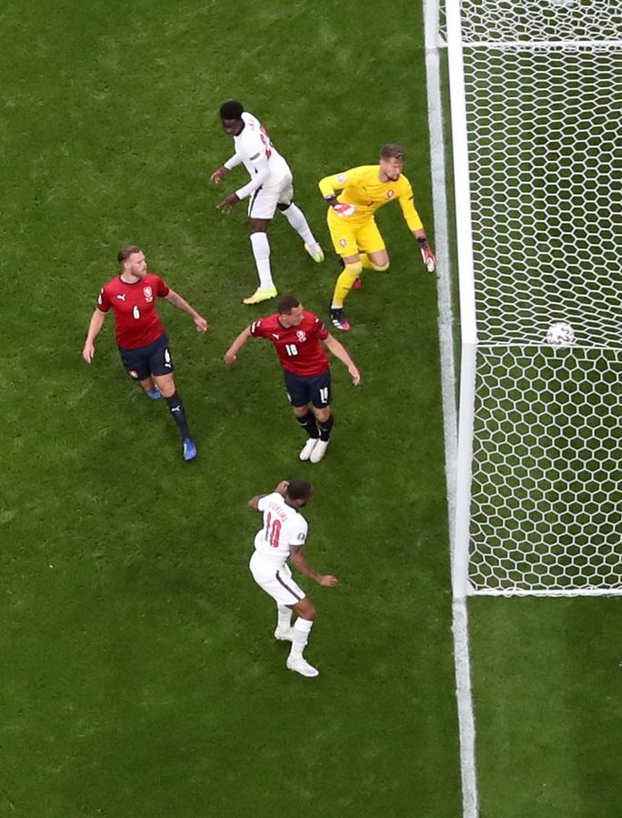Raheem Sterling tỏa sáng, tuyển Anh bất bại vào vòng 1/8 Euro 2020 - Ảnh 2.