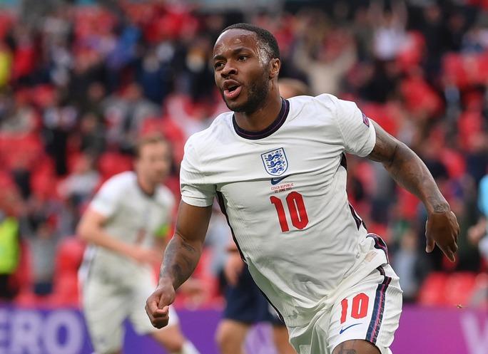Raheem Sterling tỏa sáng, tuyển Anh bất bại vào vòng 1/8 Euro 2020 - Ảnh 3.