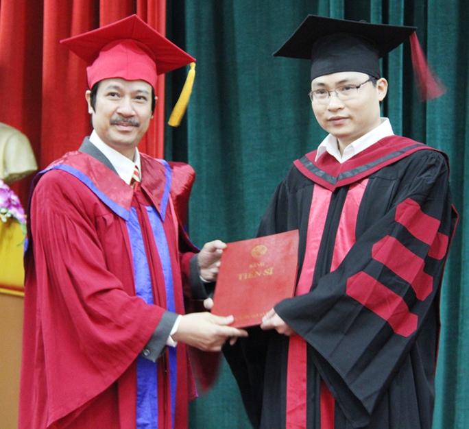 Bộ GD-ĐT công bố chuẩn chương trình cử nhân, thạc sĩ, tiến sĩ - Ảnh 1.