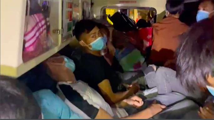 Lời khai bất ngờ của tài xế xe cứu thương chở 11 người từ Bắc Ninh về Sơn La - Ảnh 1.